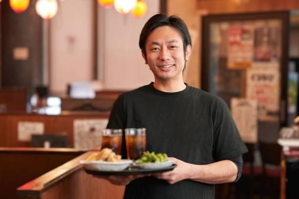 在酒吧工作的人的工作形象 - 吧 公共飲食地方 個照片及圖片檔