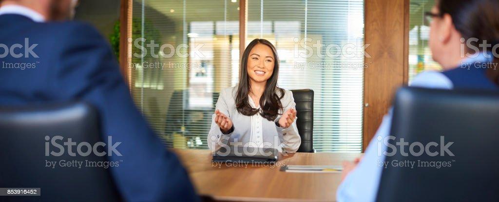 Job Befragte am Interview Tisch – Foto
