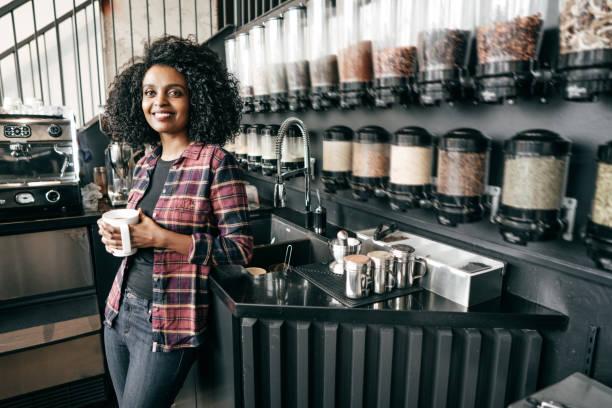 jobs im einzelhandel - teeladen stock-fotos und bilder