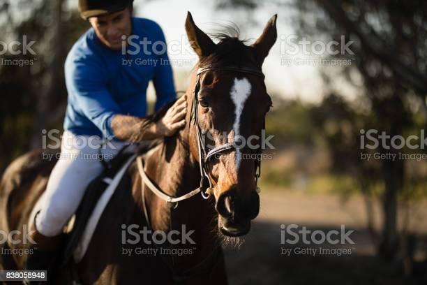 Jockey riding horse at barn picture id838058948?b=1&k=6&m=838058948&s=612x612&h=lefaw nurbfhkalweihl mdwcqctweqlrd5zyzuvr o=