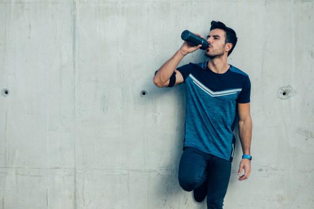 Jogger drinking water picture id882584764?b=1&k=6&m=882584764&s=612x612&w=0&h=jvqsv6ewchodsktk0e4u17jc3cmjjzce3pna1ipwryw=