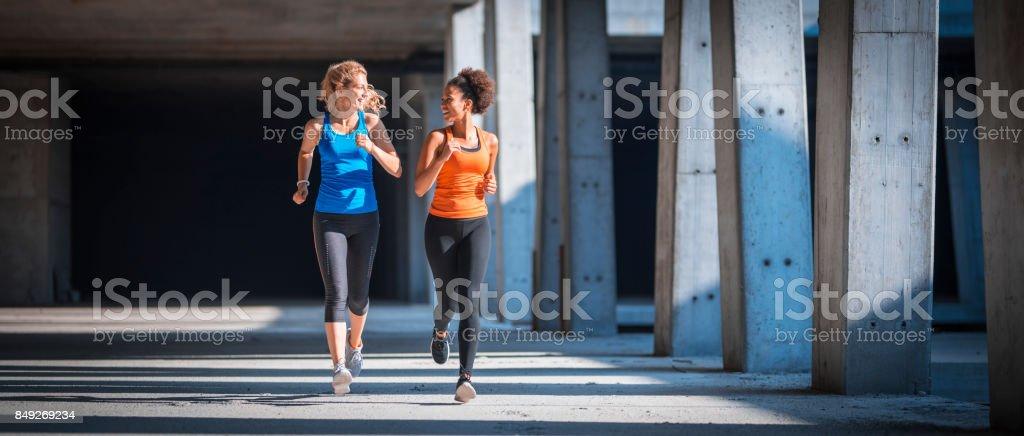 Joggen, aber noch im Gespräch – Foto