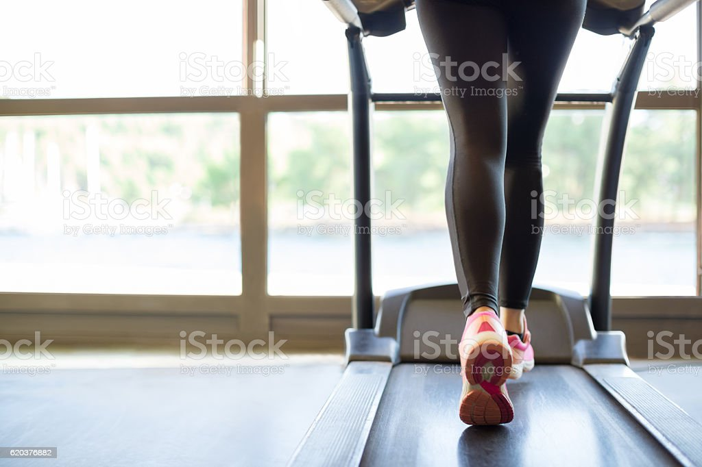 Jogging na bieżni zbiór zdjęć royalty-free