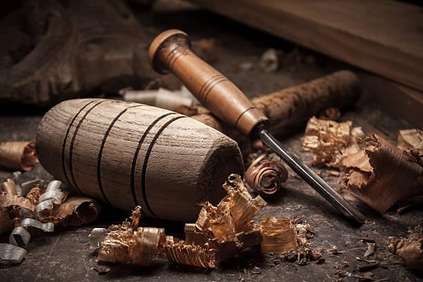 Mazo de herramientas de fondo sobre mesa de madera - foto de stock