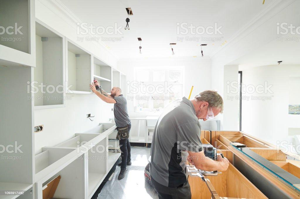Tischlerei Team Einbau einer Küche – Foto