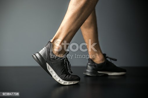 istock Joint pain-Sports injuries 923847708