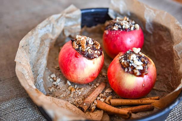 jonathan red apples ready for baking, dessert - bratäpfel stock-fotos und bilder