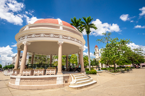 August 6, 2018 - Cienfuegos, Cuba: View of José Martí Park in this Cuban town. In the background is the Cathedral de la Purisima Concepción from 1869. The historic center of Cienfuegos is listed as UNESCO World Heritage Site.