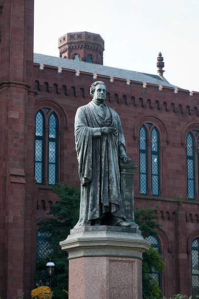 joseph henry-statue im smithsonian institute in washington, dc - berühmte physiker stock-fotos und bilder