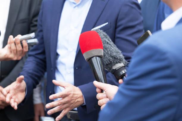 Journalisten, Medien, interview mit Unternehmer oder Politiker auf Pressekonferenz – Foto