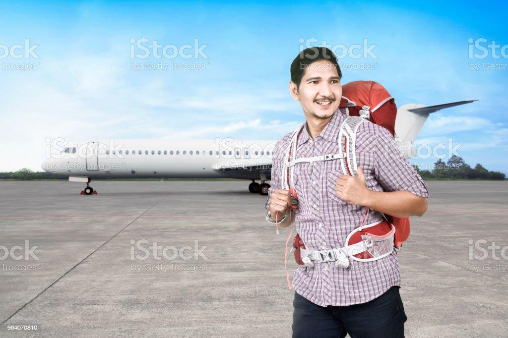 Joyful asian backpacker going traveling - Royalty-free Adult Stock Photo