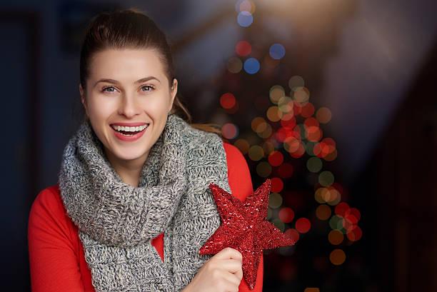 frohe weihnachten frau - schal mit sternen stock-fotos und bilder