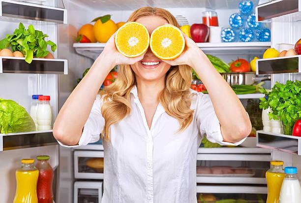 Fröhliche Frauen in der Küche – Foto