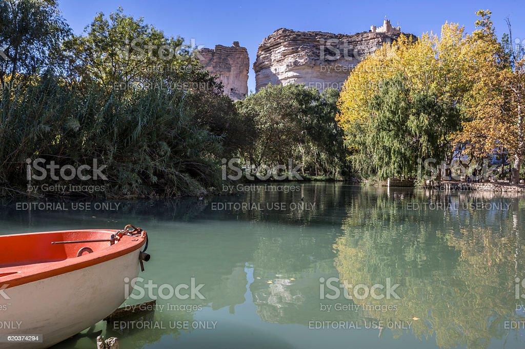 Jucar river, boat of recreation in small lagoon foto de stock royalty-free
