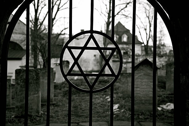 judaïsme. jewish étoile de david. jude cemetery.ghetto. holocauste. auschwitz. - shoah photos et images de collection