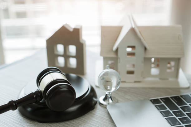judge gavel and house model on notebook computer, online auction for real estate concept. ideas for housing business judgment by e-commerce online goods services digital technology held over internet. - real estate law stock photos and pictures