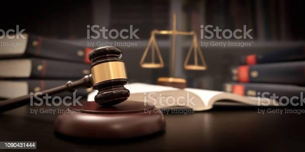 Domare Ordförandeklubba Och Skala I Domstol Rättsligt Begrepp-foton och fler bilder på Auktion