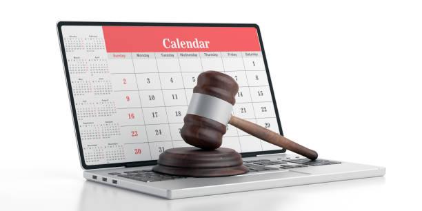 Richter gavel auf Computer, Kalender auf Laptop-Bildschirm, 3D-Illustration – Foto