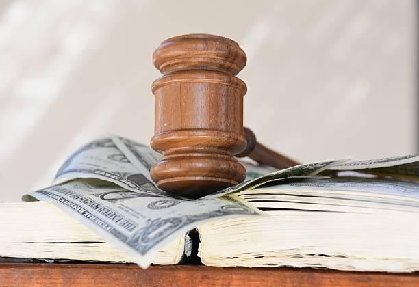 judge hammer and money - gebühr stock-fotos und bilder
