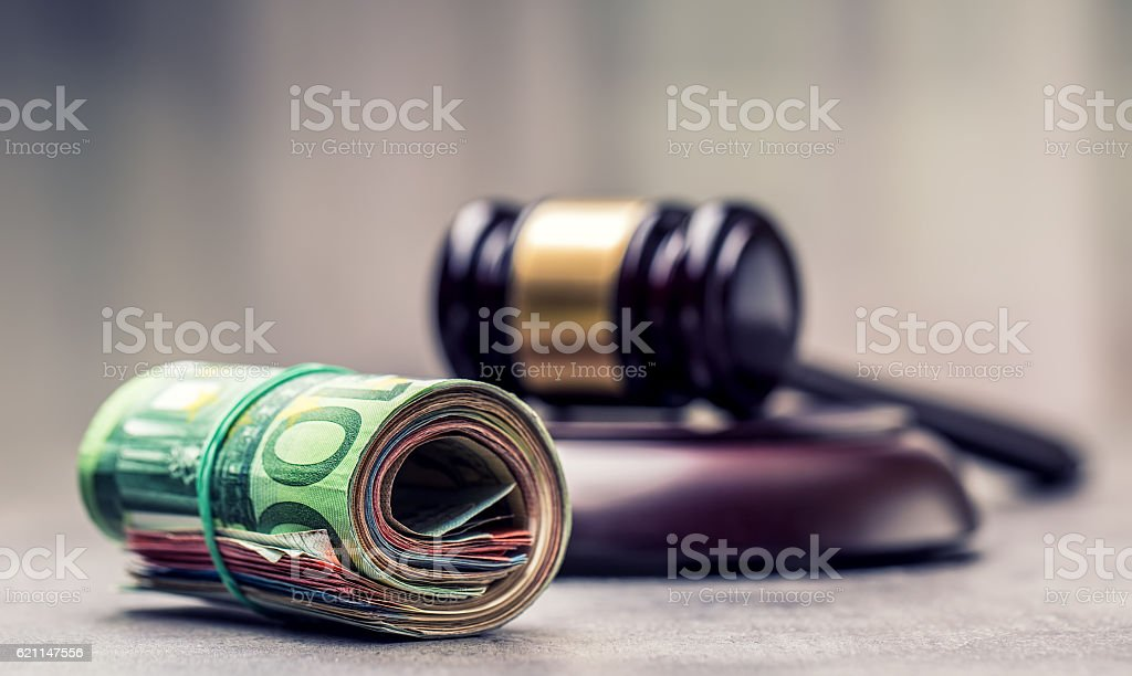 Judge's hammer gavel. Justice and euro money. – Foto