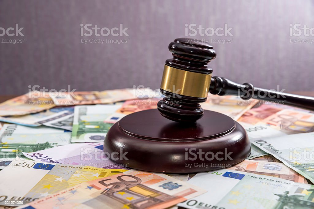 Judge's hammer with  Euro currency photo libre de droits