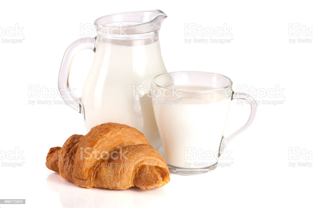 Jug and glass of milk with croissant isolated on white background foto stock royalty-free