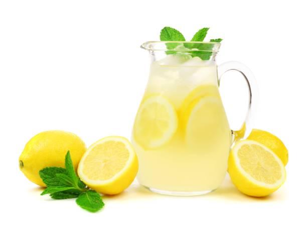 레모네이드 레몬과 민트 흰색 절연의 용기 - 레모네이드 뉴스 사진 이미지