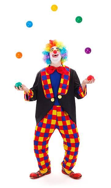 Malabarista payaso tirando pelotas de coloridos - foto de stock