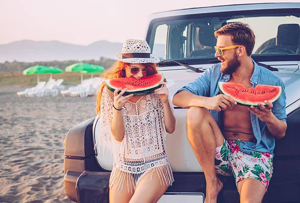 juicy and sweet summer - spielabend snacks stock-fotos und bilder