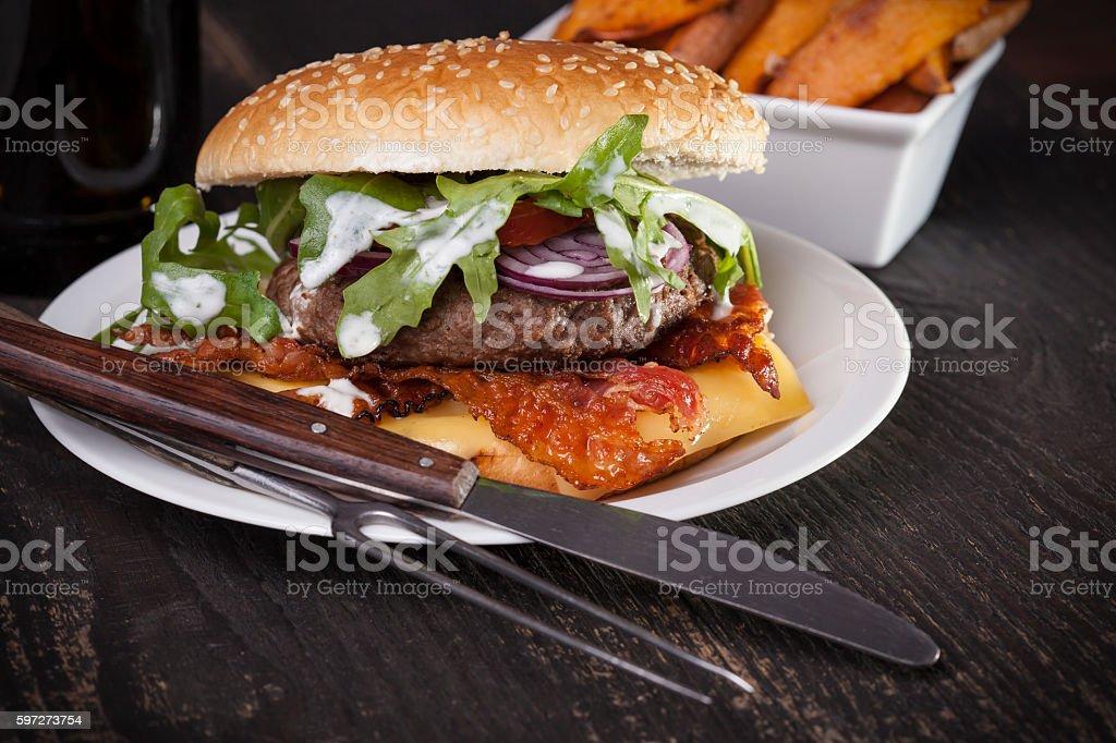 juicy bbq burger  bacon cheese fries photo libre de droits