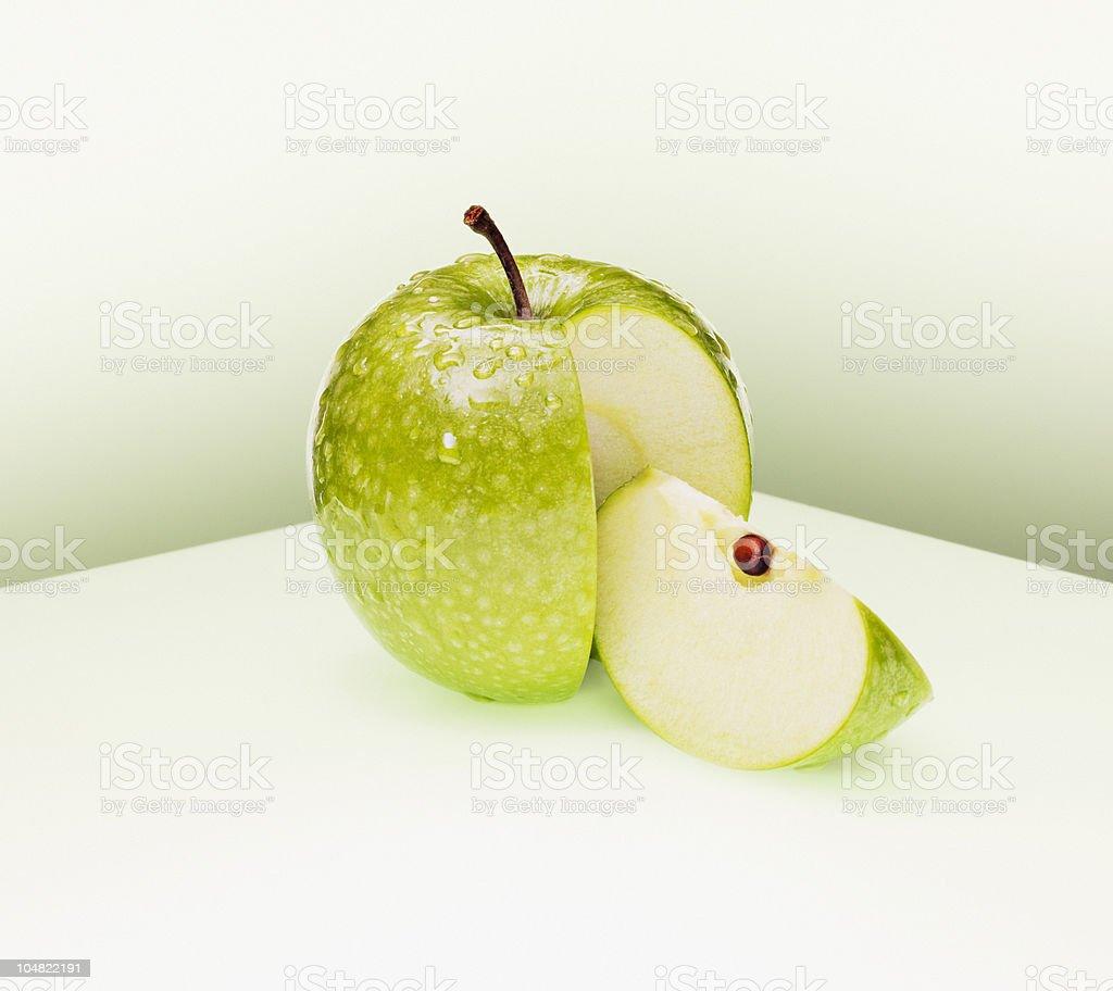 Juicy カットのグリーンアップル ストックフォト