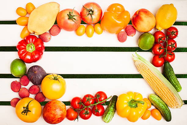juicy fruits and vegetables in a circle - sms umsonst stock-fotos und bilder