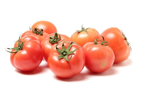 Sappige Rode Tomaten Geïsoleerd Op Witte Achtergrond Stockfoto en meer beelden van Afvallen
