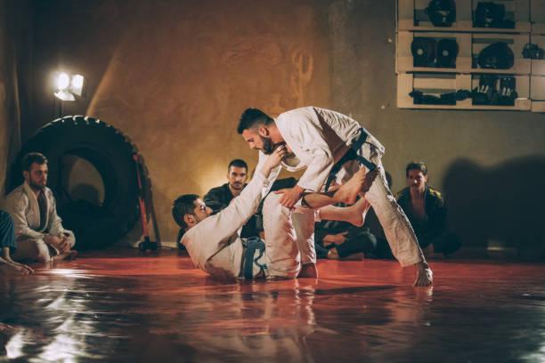 classe de formation de ju-jitsu - arts martiaux photos et images de collection