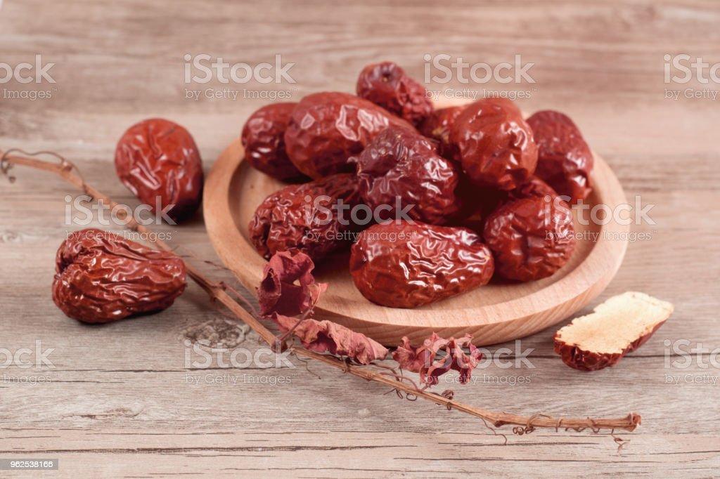 Jujuba, chinês secado fruta vermelha data na madeira - Foto de stock de Agricultura royalty-free