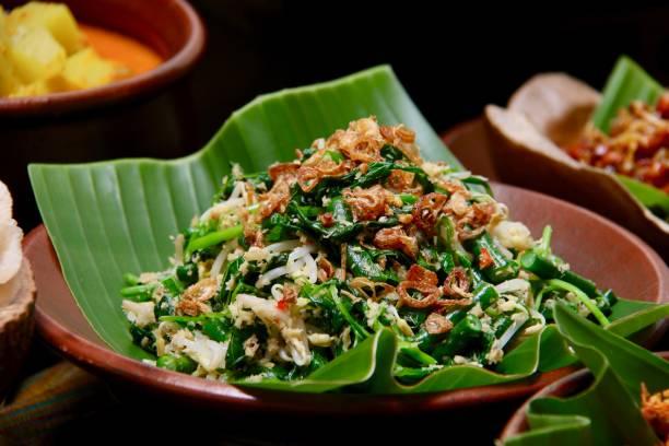jukut urap, the balinese vegetable salad with grated coconut dressing - kultura indonezyjska zdjęcia i obrazy z banku zdjęć