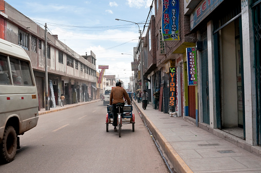 フリアカメインストリートペルー - アルティプラノのストックフォトや画像を多数ご用意