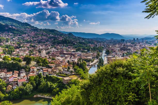 10. Juli 2016: Panoramablick über die Stadt von Sarajevo, Bosnien und Herzegowina – Foto