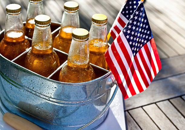 4. Juli, Bier und amerikanischen Flaggen. – Foto