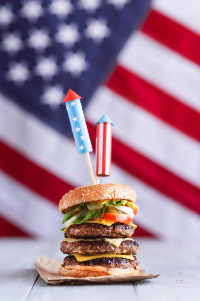 4 july burgers - happy 4th of july stock pictures, royalty-free photos & images