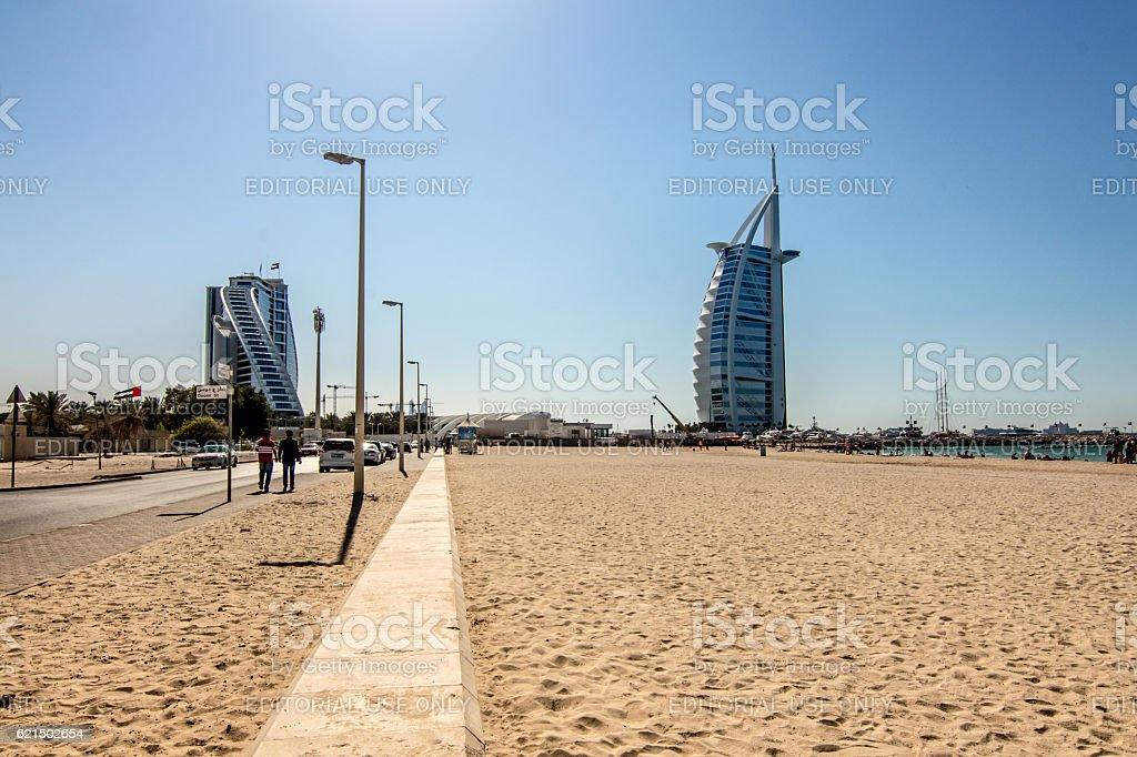 Jumeirah Beach et l'hôtel Burj al Arab à Dubaï photo libre de droits