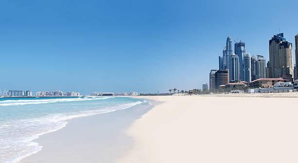 jumeirah strand und stadt - jumeirah stock-fotos und bilder