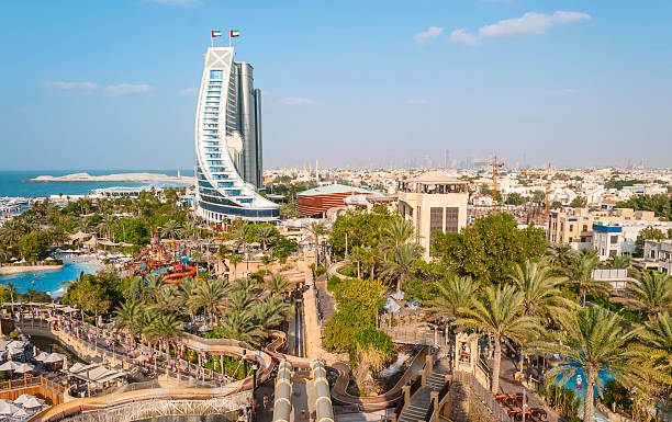 Jumeirah Beach Hotel DUBAI, UAE - DECEMBER 10, 2013: Jumeirah Beach Hotel, preceded by beachfront. Well-known for its wave-shaped silhouette, remains one of the best recognizable landmarks of Dubai, UAE riverbed stock pictures, royalty-free photos & images