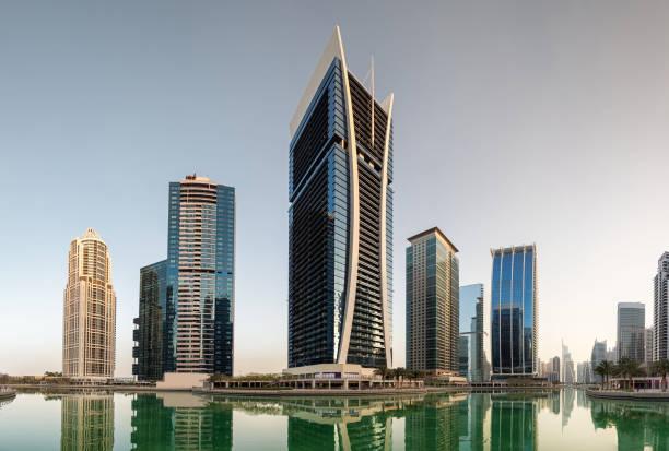 jumeirah lakes towers in dubai, vereinigte arabische emirate - jumeirah stock-fotos und bilder