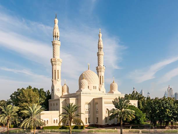 jumeirah-moschee in dubai - jumeirah stock-fotos und bilder