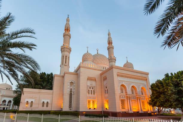 jumeirah moschee in dubai, vereinigte arabische emirate - jumeirah stock-fotos und bilder