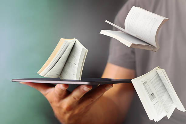 ausspringen von büchern vom tablet - publikation stock-fotos und bilder