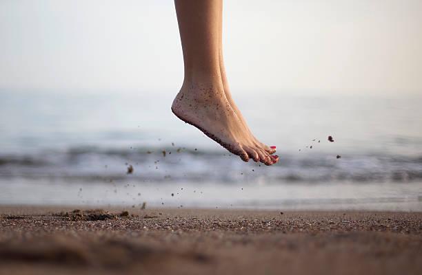 Jumping Fuß Aufnahme am Strand – Foto