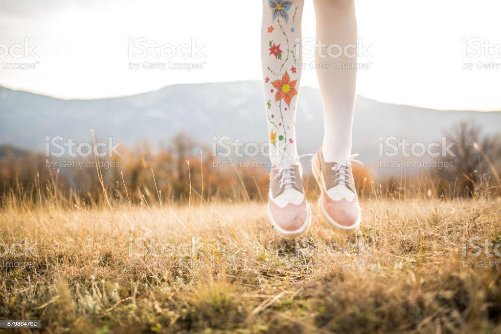 Fille de saut  - Photo