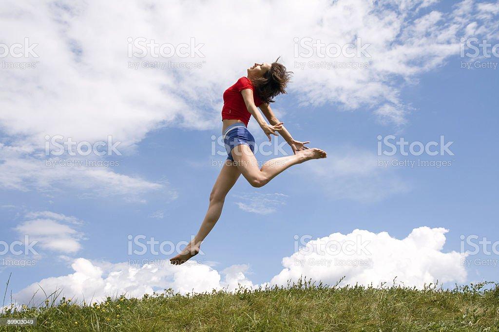 Прыжки девушка Стоковые фото Стоковая фотография